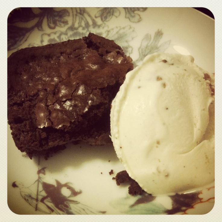 Home made brownies/ B&J chunky monkey. @goalexmez instagram