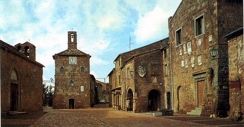 Town piazza  http://tuscanmuse.com