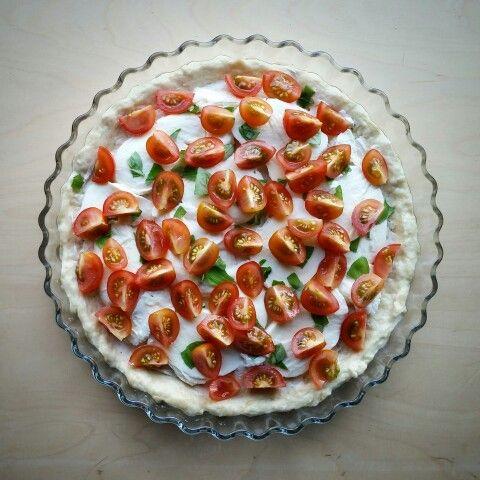 quiche, mozzarella, tomato, basil.