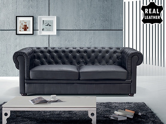 schwarze leder couch jahrgang braun leder couch auf schwarze wand leer stockfoto with schwarze. Black Bedroom Furniture Sets. Home Design Ideas
