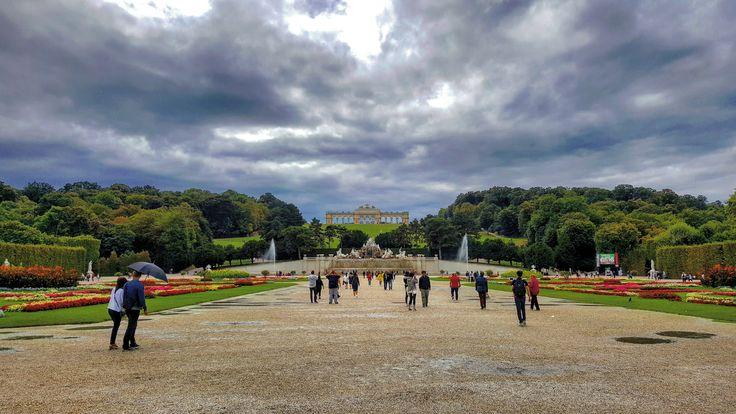 #schonbrunn #palace #gloriettte #vienna #wien #cloudyday #austria