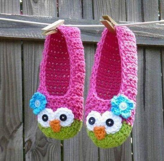 Quoi de mieux que de jolis chaussons pour protéger les petits pieds....