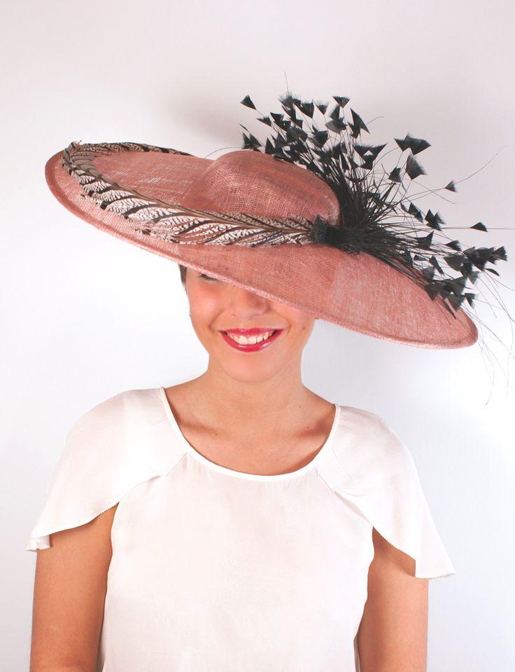 Pamela para invitada rosa con plumas de Lamatte