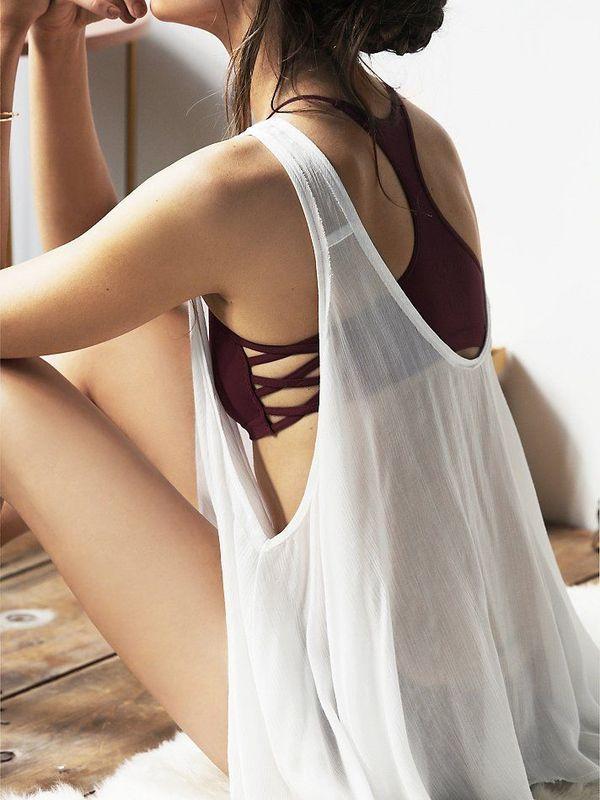 柔軟性があり引き締まった女性らしい背中を作るためには、ストレッチが欠かせません。ちょっぴり筋トレも加えれば効果倍増!美人オーラ漂う後姿を目指してみませんか?