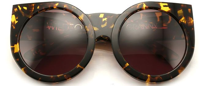 With a contemporary nod to grunge and hippie style, these unique lenses are perfect for indie chicks who pride themselves on having a highly individual dress sense. The rounded lens is finished off with a cute little flick, providing extra flair, while the warm and unique tortoiseshell colour will be super flattering to most skin tones. Accessorise with lots of beads and wear to an outdoor gig or music festival.