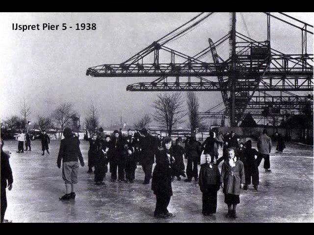 Rotterdam: De Waalhaven omstreeks 1938 toen het meer weg had van een schaatsbaan