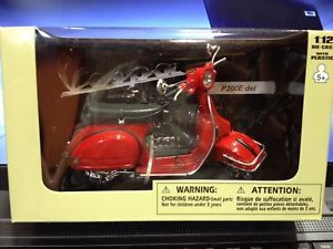 a maqueta coleccion vespa p200e del roja 112 newray 42123