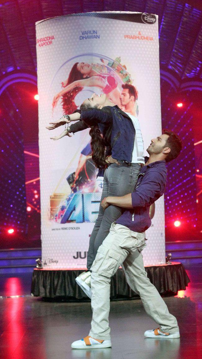 Varun Dhawan and Shraddha Kapoor on DID Super Moms. #Bollywood #Fashion #Style…