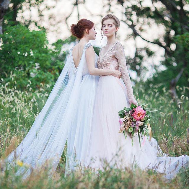 Легкие и воздушные, шлейфы-накидки с каскадом мягких складок выглядят по-ангельски чарующе и превращают невест в поистине волшебных фей. Не верите? Смотрите подборку свадебных образов на The-wedding.ru! Активная ссылка уже в профиле.  #образневесты@theweddingru #образневесты #свадебныеплатья #свадебноеплатье #платьеневесты #шлейфы #кейпы #свадебныенакидки #свадебныйобраз #невеста #свадебныеидеи #вдохновение #тренды #свадебныетренды