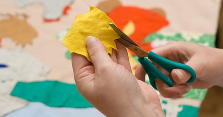 Como colar tecido no papel em uma imagem digital. Colar tecido em uma imagem como uma pintura ou uma impressão digital, dará um efeito visual interessante e textura ao papel. Você pode usar o tecido para texturizar a roupa de uma imagem ou o plano de fundo. No entanto, é preciso ter cuidado ao colar o tecido, para que o resultado não seja um amontoado grudento e enrugado de tecido, cola e papel.