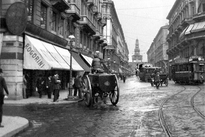 Milano, 1910,piazza Cordusio via Dante e in fondo il Castello Sforzesco