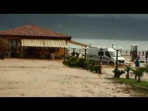 Стихийные бедствия в Албании сильнейшее наводнение. Natural disasters in...
