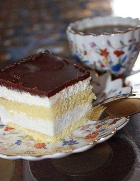 """Торт """"Птичье молоко"""".  Этот торт, как воспоминание из детства - любимый и такой родной!  Вам потребуется:  Сдобно-сбивной полуфабрикат: Масло сливочное - 100 г. Сахар – 100 г. Яйцо – 2 шт. Мука - 140 г. Ванилин или ванильный экстракт.  Суфле: Агар-агар - 4 г (2 ч.л.) или желатин - 20 г. (2 ст. л.) Вода - 140 г. Сахар - 400 г. Масло сливочное - 200 г, Молоко сгущенное - 100 г, Яичный белок - 60 г. (2-3 белка), Лимонная кислота – ½ ч.л. Ванилин или ванильный экстракт.  Глазурь: Шоколад - 200…"""