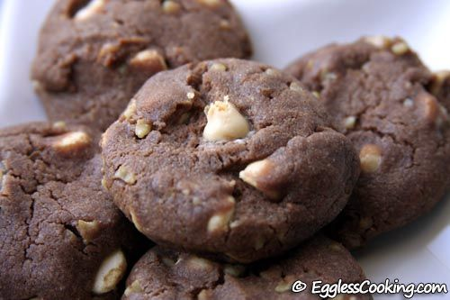 An amazing recipe to prepare the famous chocolate chip cookies without eggs, but using sweetened condensed milk instead.