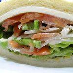 サンドイッチファクトリー・オー・シー・エム - 料理写真:スモークサーモンとクリームチーズの他に タマネギ・ピーマン・トマト・レタス。トーストなしが合う。