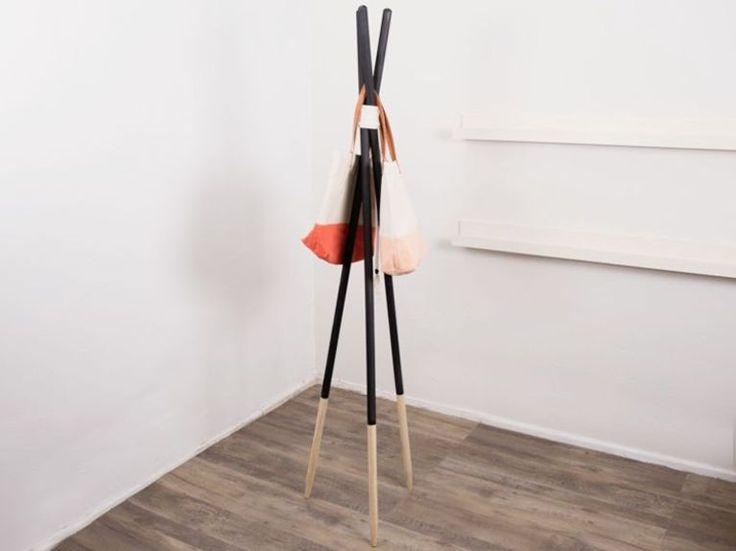 DIY-Anleitung für eine minimalistische Holzgarderobe via dawanda.de