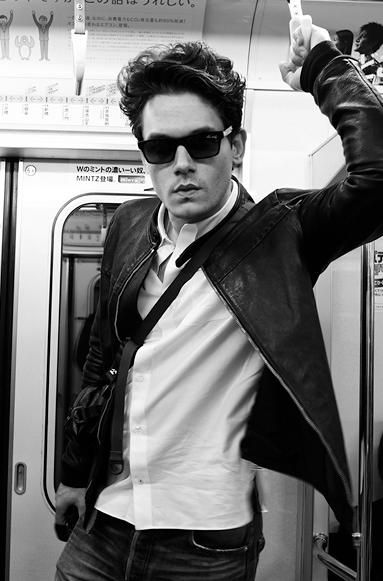 i would love to run into john mayer on the train. whewww .