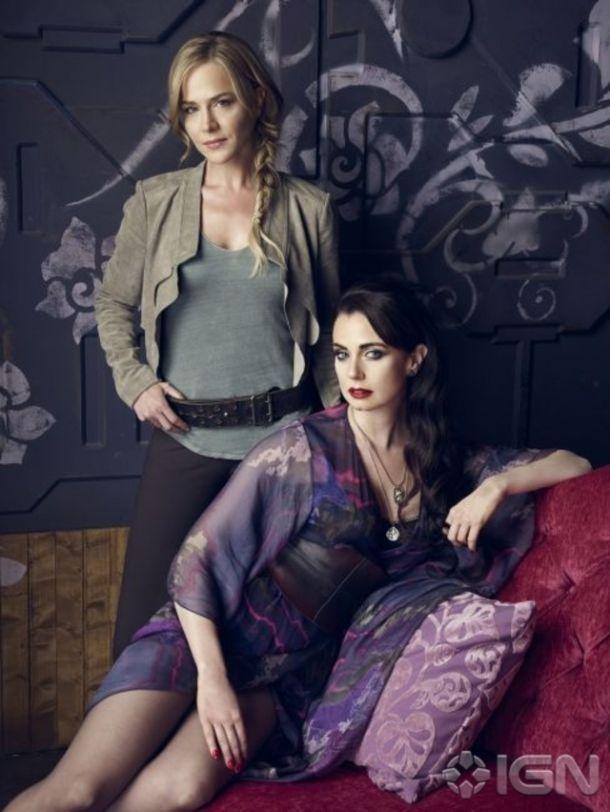 Sisters Amanda (Julie Benz) and Kenya Rosewater (Mia Kirshner) - Defiance SyFy