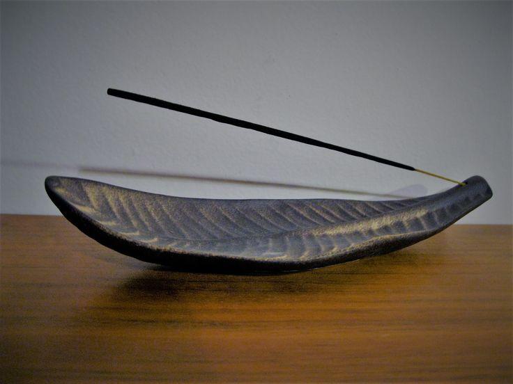 Stojánek na vonnou tyčinku - poloporcelán