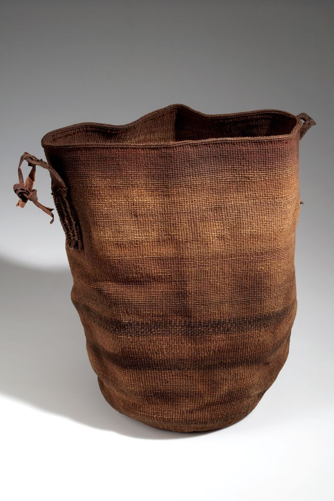 Africa | Basket from the Kikuyu people of Kijabe, Laikipia, Kenya | Hide, cord, dye and pigment | ca. 1907