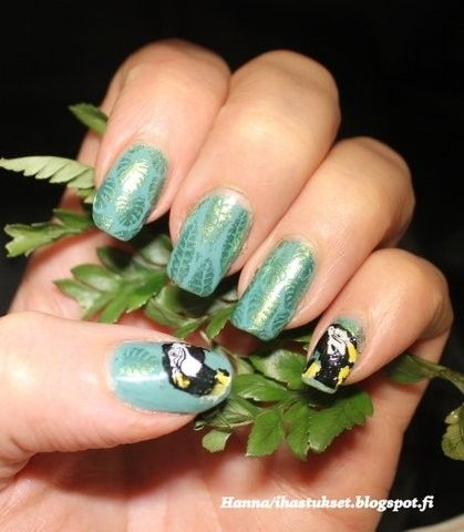 Stamping nailart-jungle nails with leaves and parrots