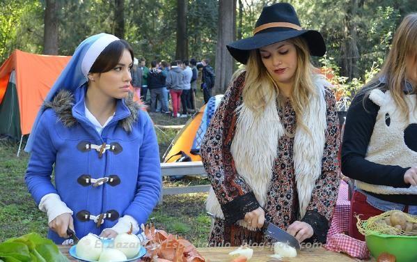 Eva ( Natalie Perez) le confiesa a Esperanza ( Lali Esposito) que cuando ella era novia de Tomas (Mariano Martinez) antes de ser cura, el era muy apasionado. Esperanza molesta le pide que cambien de tema