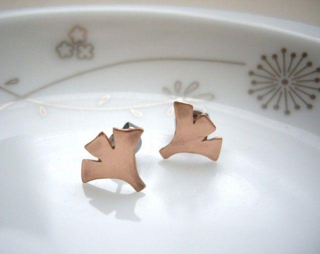 小さな秋 ローズゴールド イチョウの葉のスタッドピアス  - Yoko's Jewelry