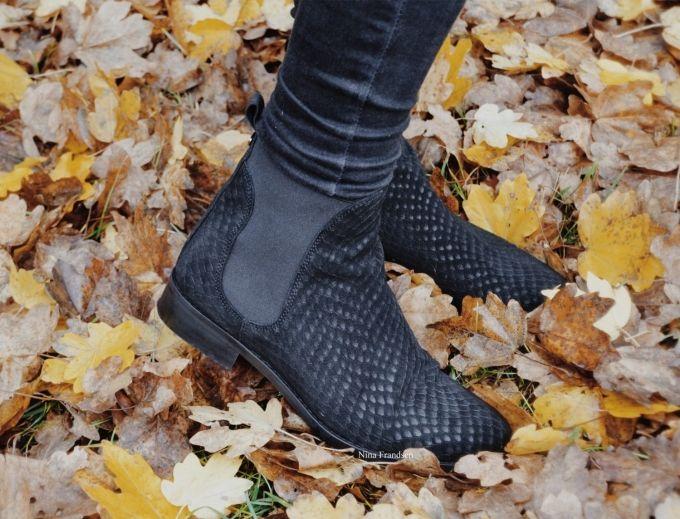 Black on black // Rosemunde boots