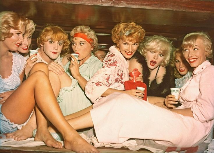 "Jack Lemmon, Toni Curtis, Marilyn Monroe e as garotas de ""Some Like It Hot""…"