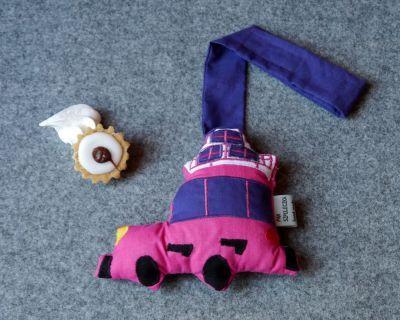 Zawieszka różowy samochód z prezentami