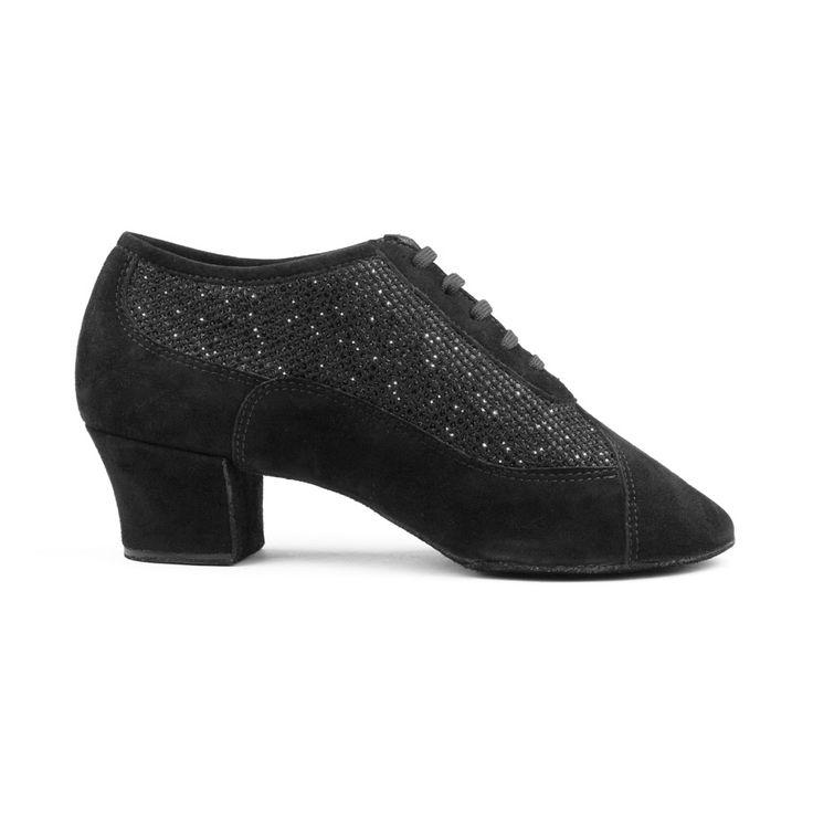 Fantastisk latin dansesko til herrer fra PortDance. Skoen PD701 Fashion er fremstillet i sort ruskind og glitter og fåes hos Nordic Dance Shoes: http://www.nordicdanceshoes.dk/portdance-pd701-fashion-sort-ruskind-glitter-dansesko#utm_source=pin