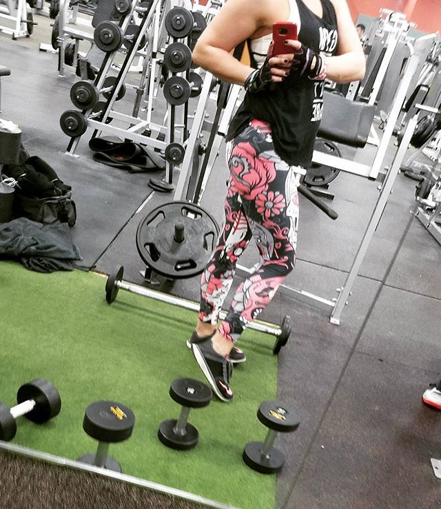Pink Sugar Skull Leggings These leggins' tho!! @gearbunch #leggings#fitapparel#sugarskull#gearbunch#girlsthatlift#fitnessmotivation #fitforlife #goldsgym#goldsgymamarillo#gainz#healthandwellness#wieghts#bodybuilding#instafit#girlswithgoals#exercise#glamour#legs#sleds#breastcancersurvivor#warrior#pinkwarrior#inspire#empower#empoweringwomen#love#pretty#photography#fitmom#momof3