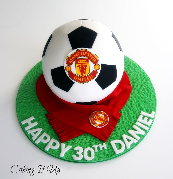 This would be fab in whatever team colours -Manchester United Soccer Ball Cake www.facebook.com/cakingitup