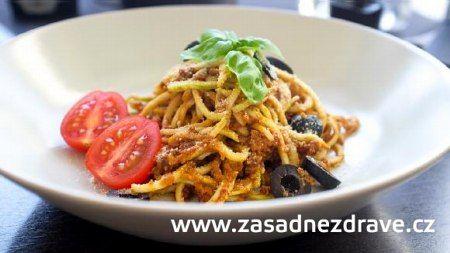 Vitariánské cuketové špagety s rajčatovým pestem podle projektu ZÁSADNĚ ZDRAVĚ (raw food) :: Syrová strava