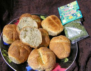 W Mojej Kuchni Lubię.. : pysznie chrupiące i aromatyczne bułki pszenne z czosnkiem niedźwiedzim...