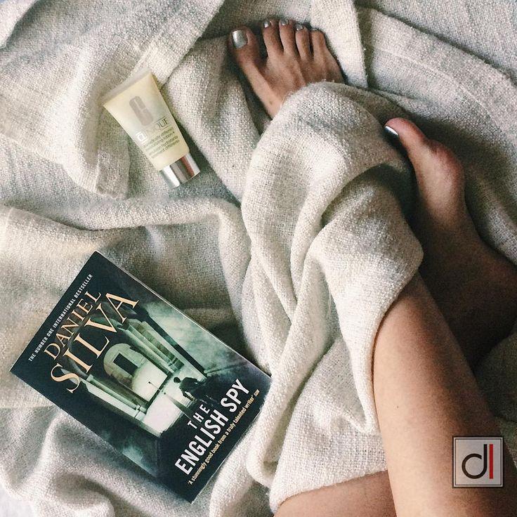 """39 Likes, 1 Comments - două locuri (@doualocuri) on Instagram: """"Pampering evening 🙃cu o carte catchy și cea mai bună cremă hidratantă pentru față #reading #books…"""""""