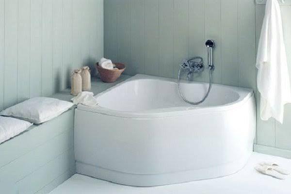 1000 id es propos de baignoire d 39 angle sur pinterest for Petite salle de bain baignoire angle