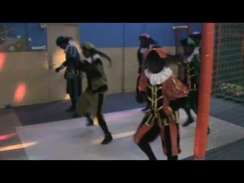 Zwarte Pieten Groove SinterklaasHit 2013 (Officiële videoclip) - YouTube