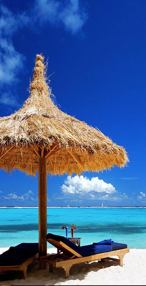 The Grenadines...Big Blue Ocean Resort: Blue Ocean, Beaches Umbrellas, Ocean Resorts, Caribbean Beaches, Grenadin Big Blue, Grenadinesbig Blue, Places I D, Sea, Beaches Paradis