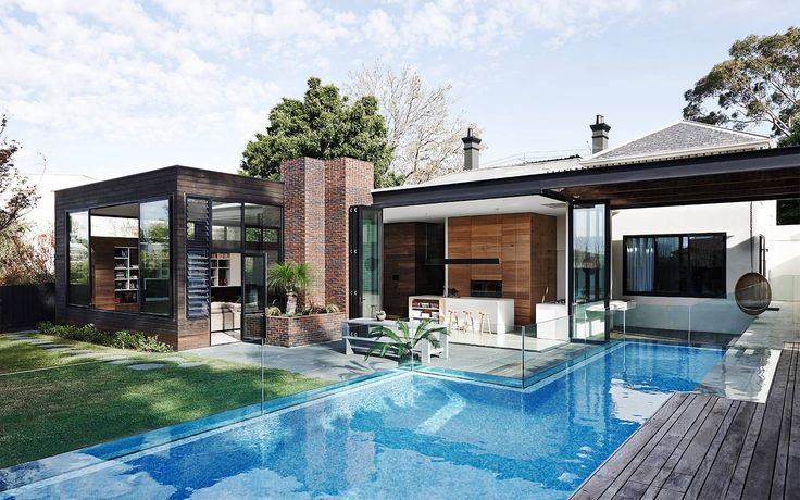 Malvern residence designed by Robson Rak Architects. Photography by Lisa Cohen and Mark Roper.