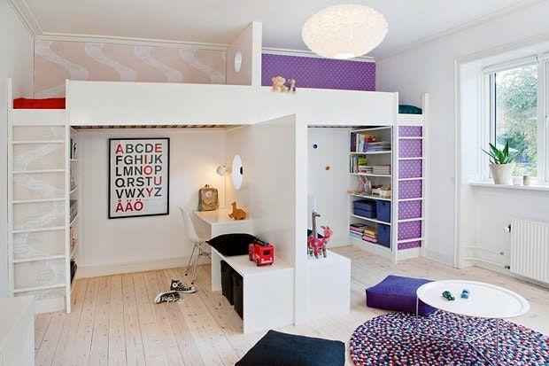 Klart bror og søster kan dele barnerom! Se interiørdesignerens smarte barneromsløsning.