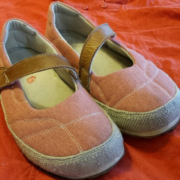 Acorn Pink & Tan Sandals With Velcro Strap, 8W Very comfortable and cozy shoes for the beach or running errands. Easy on, easy off, the soles are non slip and very grippy and the design is fun. These have been gently worn and are in great shape. Acorn Shoes Flats & Loafers