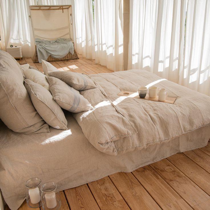 Es ist die schönste Bettwäsche, in der ich jemals geschlafen habe. Ich habe immer nach schöner Leinenbettwäsche gesucht. Bei dem Film Keinohrhasen hat die gestreifte Bettwäsche richtig viel Aufmerksamkeit...