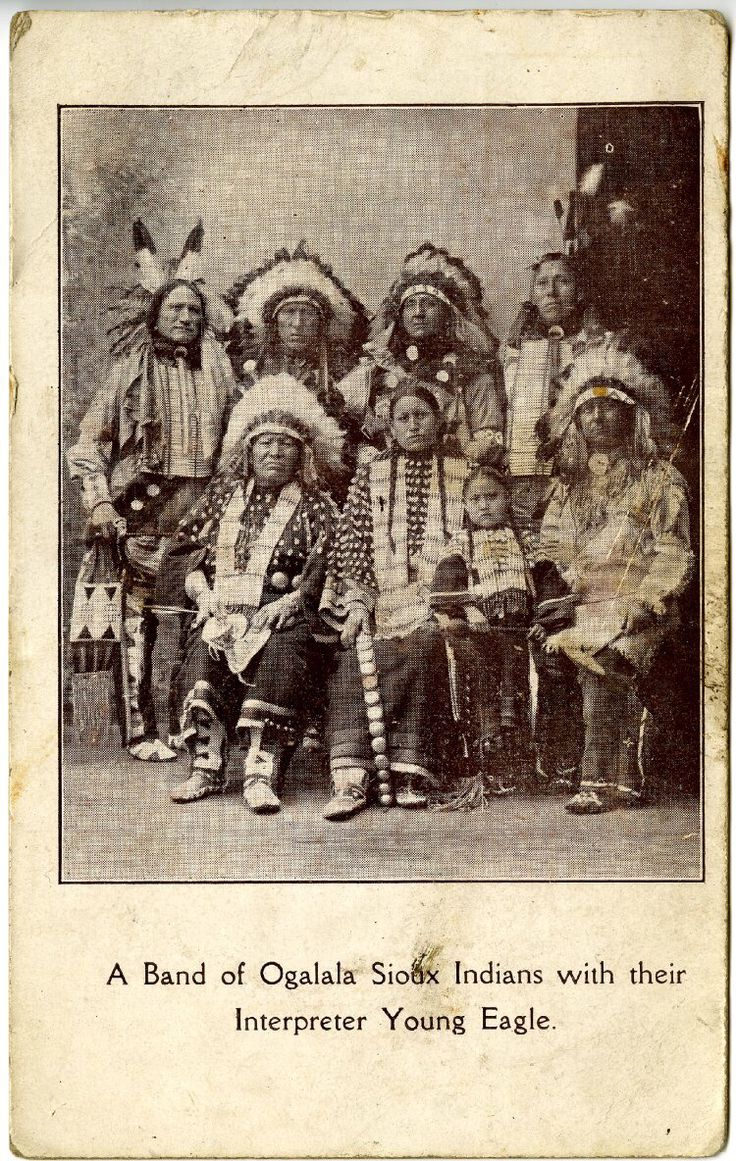 Группа Оглала Сиу вместе со своим переводчиком Young Eagle. British Museum.