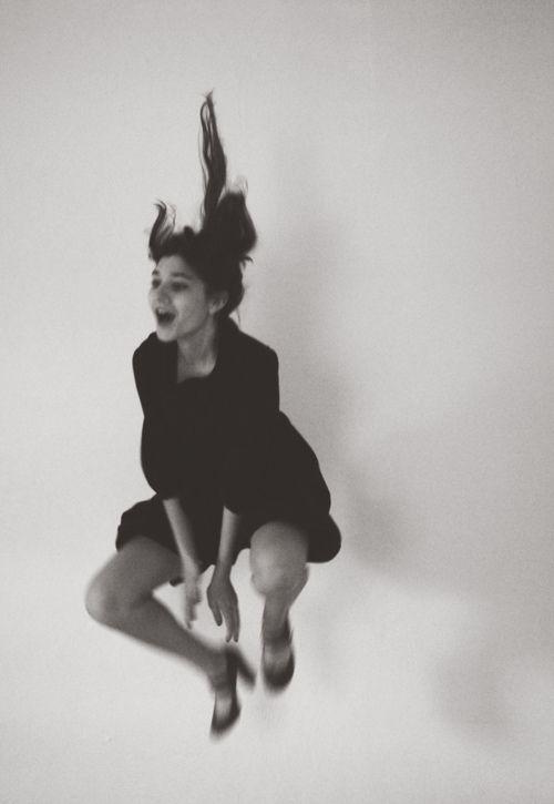 byraychel sonveeco.http://thoughtviolenty.tumblr.com/post/56062628569/dance-via