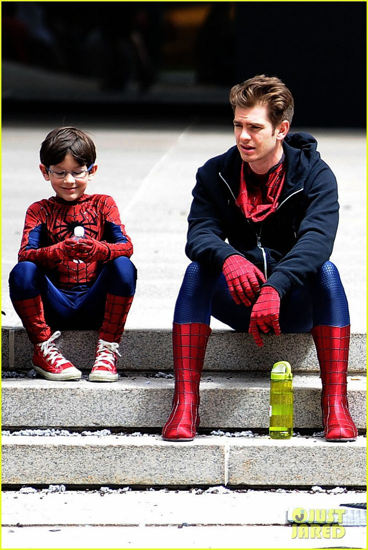 Adorable!  Andrew Garfield Films Amazing Spider-Man 2 with Mini-Me!