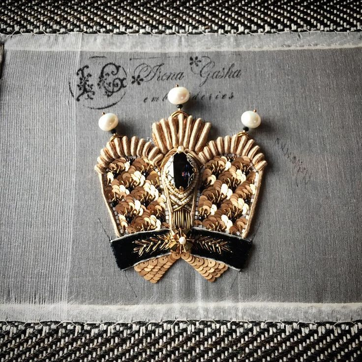 Вот такую корону вы сможете вышить с помощью моего мастер-класса. Скоро! #tutorial #comingsoon #handembroidered #crown #lunevilleembroidery #irenagasha #irenagashaembroideries #houtcouture