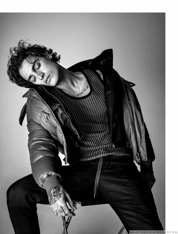 Male Fashion Trends: Jonathan Bellini luce deportivos looks y ropa interior para Attitude Magazine
