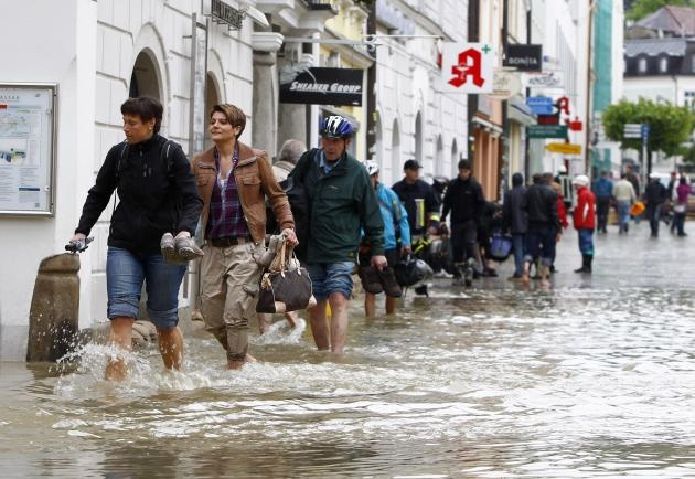 Flood in Europe Hits 70 Year Record: 8 Dead, 9 Missing, Thousands Evacuated in Germany, Prague [PHOTOS] 06/2013  This photo of Passau, was here last summer--2012