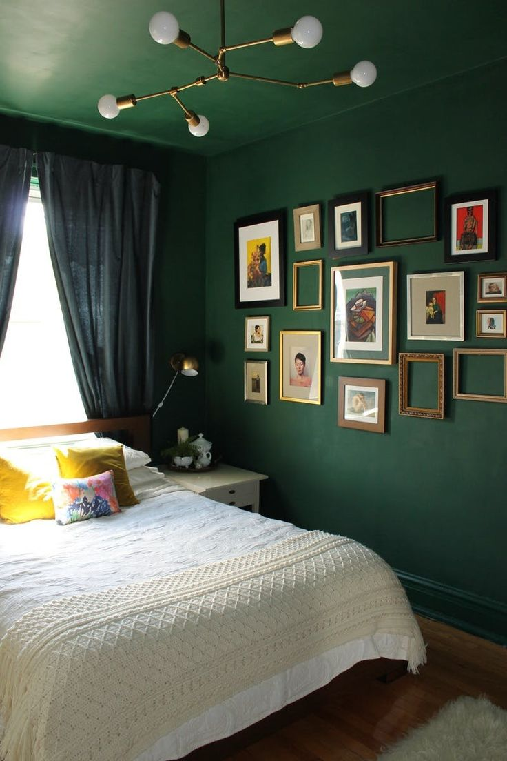 Dark blue and green bedroom - 8 Bold Paint Colors You Have To Try In Your Small Bedroom